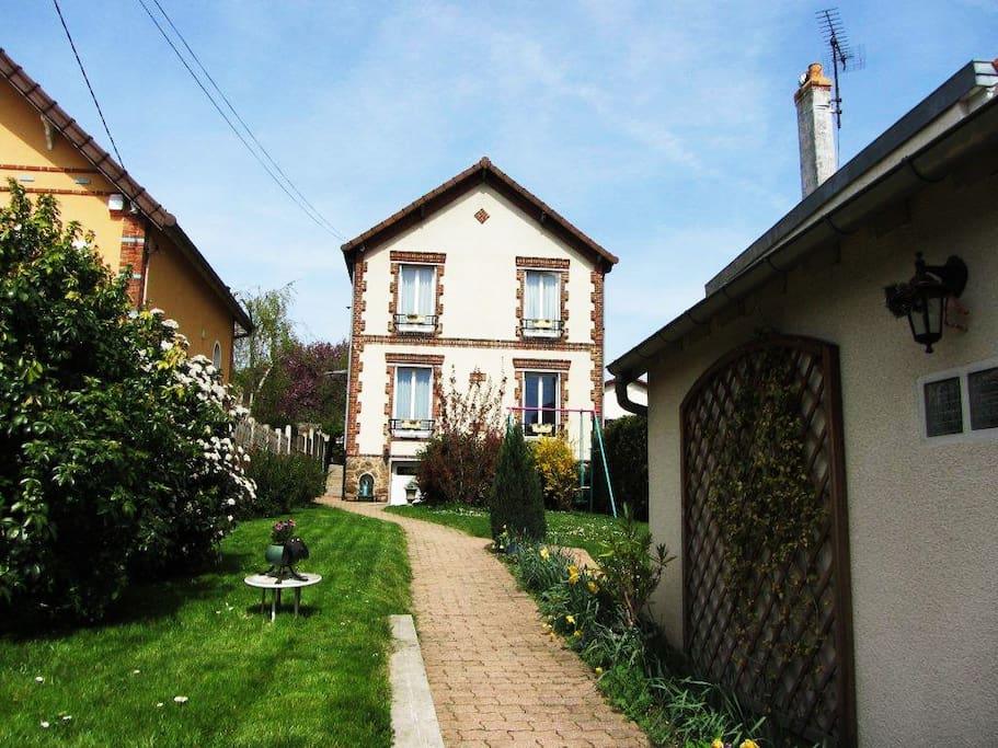 Belle maison jardin pr s de paris houses for rent in argenteuil le de france france - Jardin suspendu paris argenteuil ...