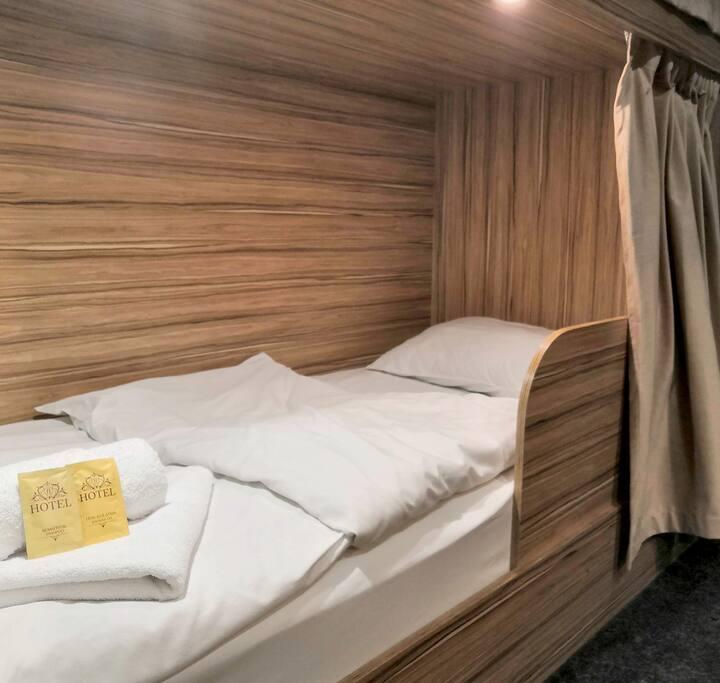 Кровать в общем номере Beige