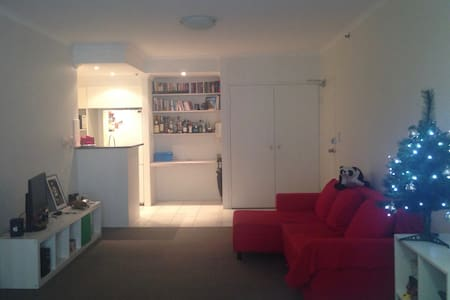Great location! Entire 1 bedroom apartment - Surry Hills