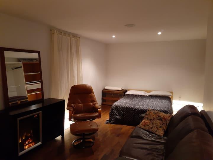 Petit studio privée dans une belle maison