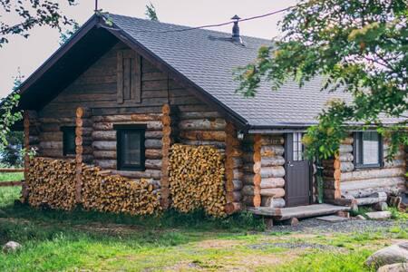 Дом на берегу озера.