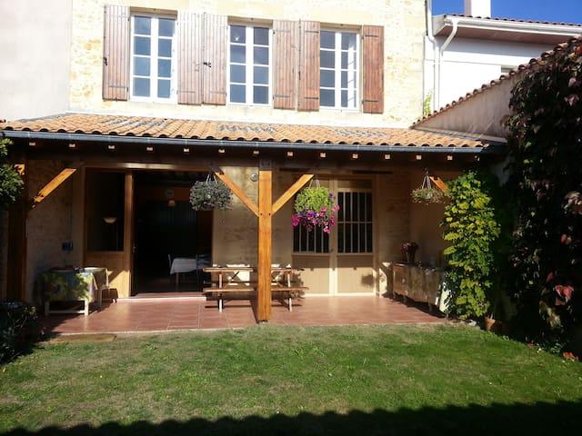 Maison de Vacances à 20 mn de l'Atlantique - Lesparre-Médoc - Rumah