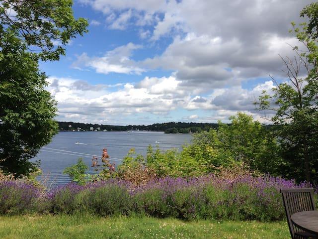 Centralt belägen stuga i Vaxholm med sjöutsikt - Vaxholm