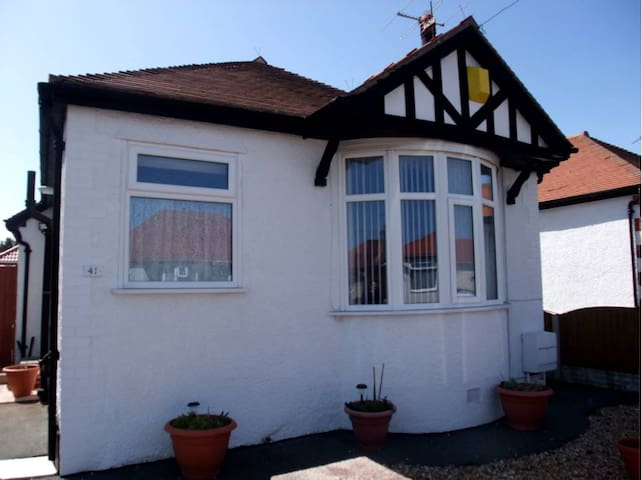 Charming Detached Bunglow close to the sea