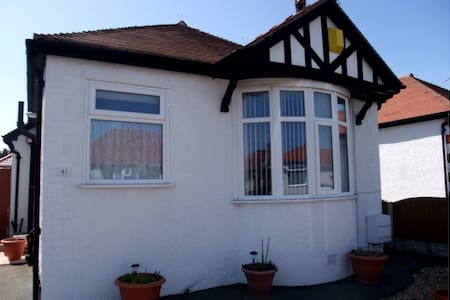 Charming Detached Bungalow - Close to the beach