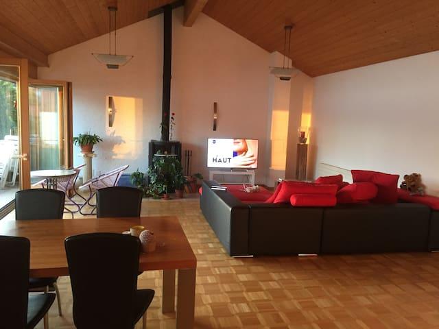 Gästezimmer mit Seeblick und gemütlichem Ambiente - Merligen - Apartamento