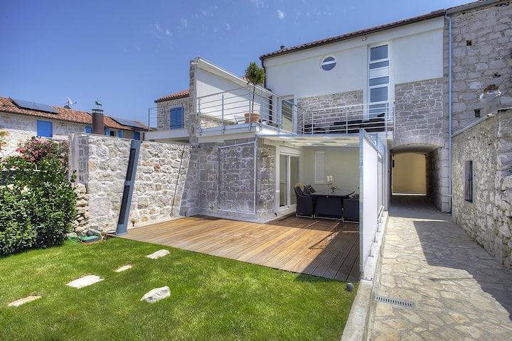 Sailor's Delight - waterfront villa