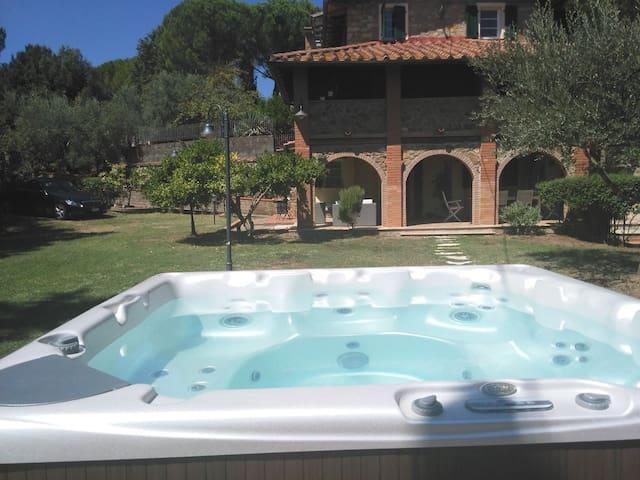 Appartement in typischer toskanischer Dorfvilla