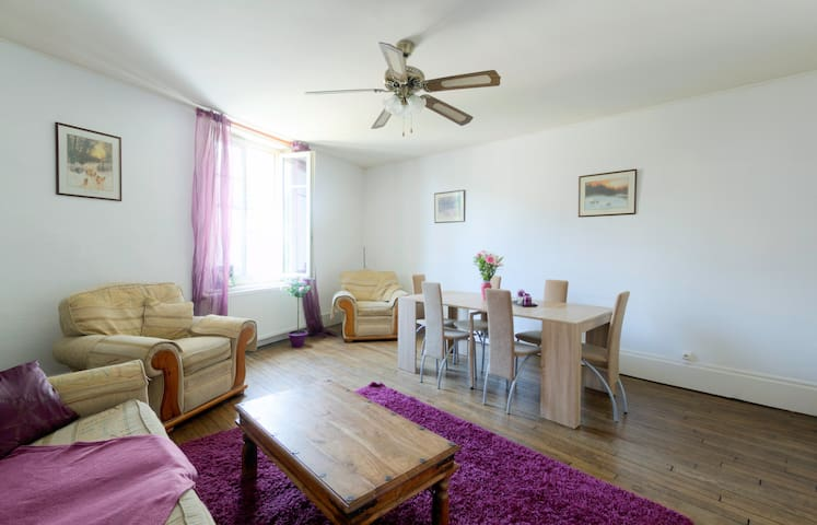 Large 3 bedroom flat in the village centre - Plombières-les-Bains - Apartemen