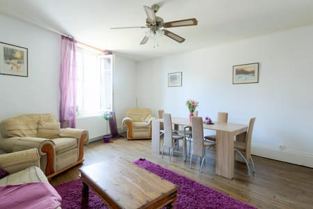 Large 3 bedroom flat in the village centre - Wohnung