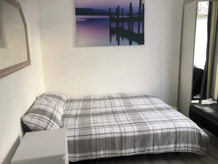 GREAT VALUE  ROOMS CLOSE TO PONTYPRIDD CENTRE