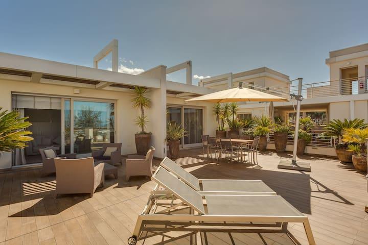 Moderno appartamento con piscina a Scarlino