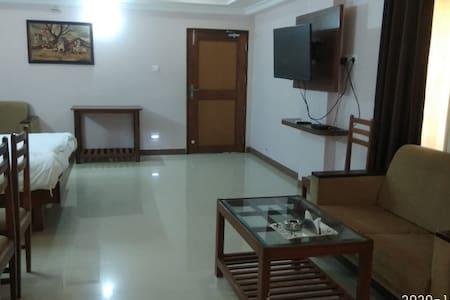 Ratna Sangam Residency, Yaragatti, Suit room