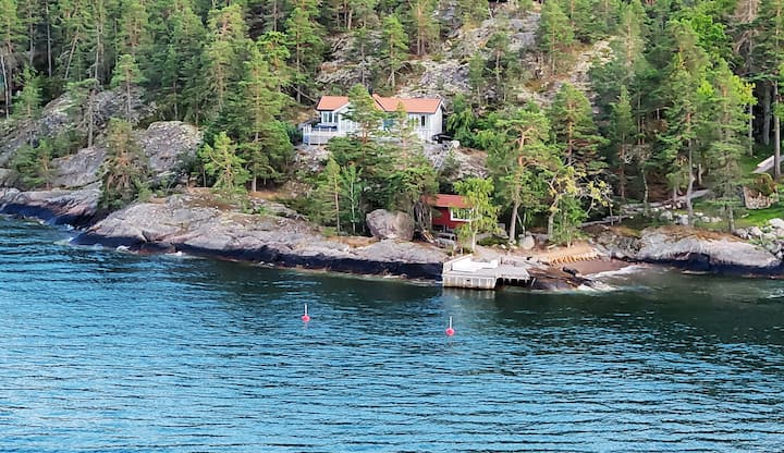 Private beach and jacuzzi in Stockholm archipelago