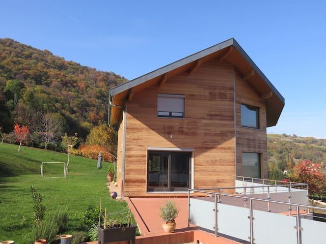 Maison bois moderne, pied de Chartreuse - Chapareillan - Huis