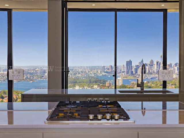 Skyhome with Panoramic Views of Sydney Harbour!