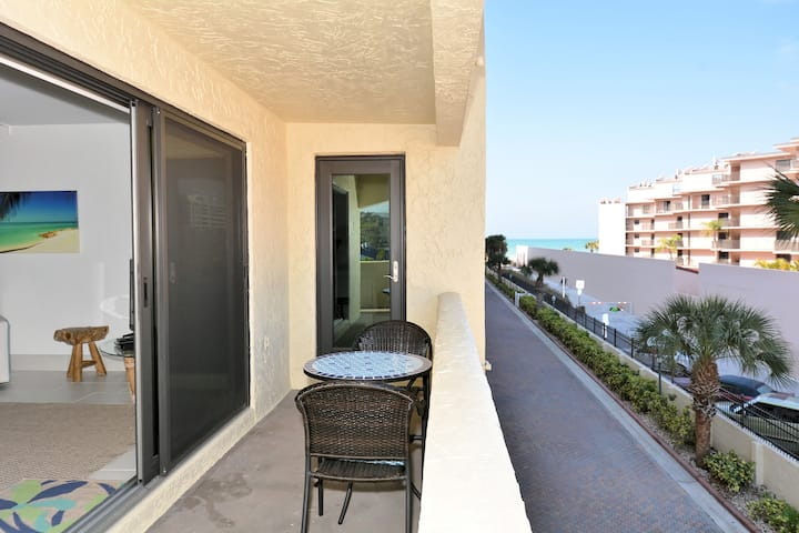 Condo 210 On the No 1 Beach in America Newly Remodeled 2BRs 2Baths at Sea Shell Beach Front Property