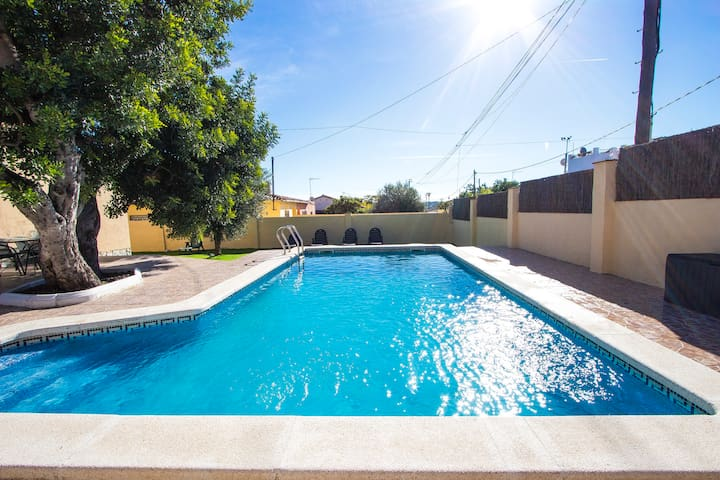 Adorable Villa St. Marti up to 9 guests, close to the beach of Sant Salvador!