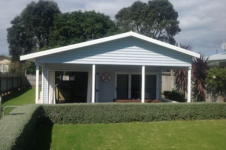 Cool Waihi Beach House, North End - Waihi Beach