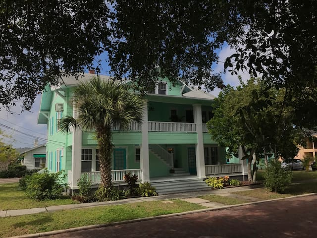 Charming 1 BR Key West Style apt by Spring Bayou - Tarpon Springs