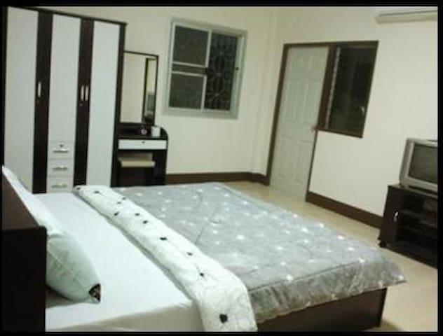 Rattana Mansion Lopburi - พัฒนานิคม - Lägenhet