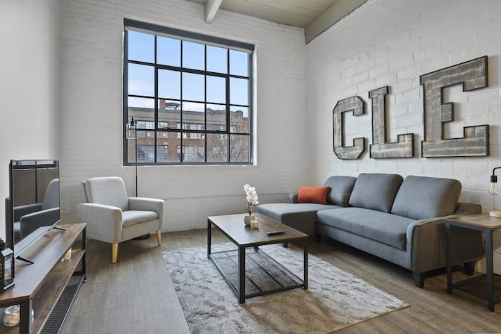 Brooklyn Style Studio Loft in the HEART of Superior Arts District #315