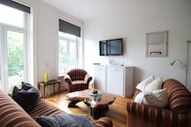 Helles Wohnzimmer mit gemütlichen Sofas/ Light livingroom with comfortable sofas