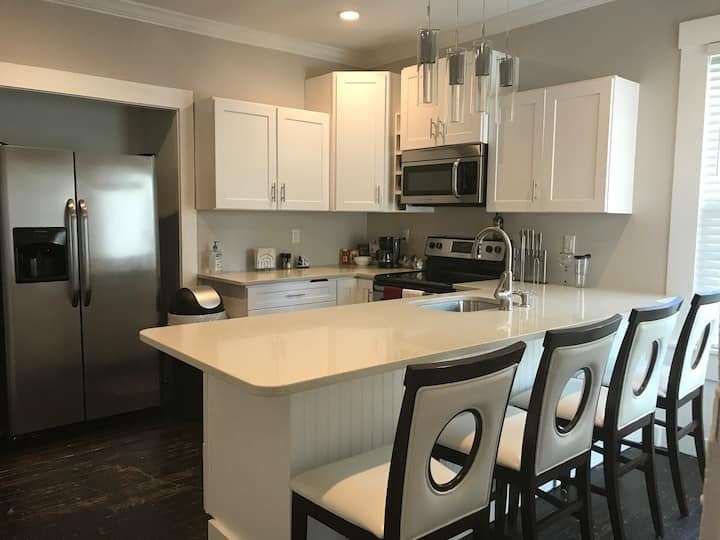 3 BR VACATION RENTAL IN DOWNTOWN NEWPORT*Parking
