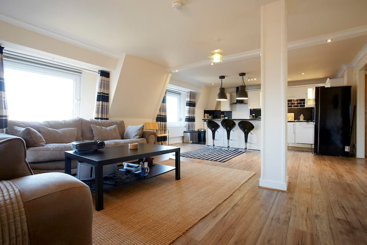 Spacious city centre duplex in the heart of Leeds