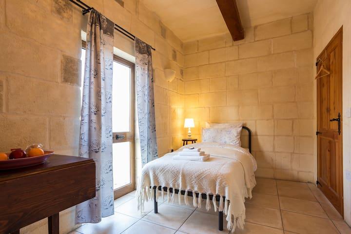 Teresa's Room - Qala - House