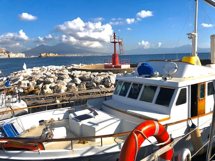 Medistar Boat nel golfo di Napoli