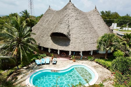 * Kenya-Style Private Villa with Pool & Chef *