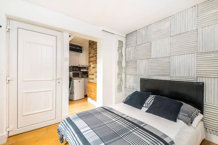 Patio Apartment in London (Twickenham)