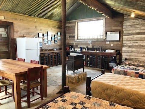 Bunkhouse Cabin On Workin Ranch!