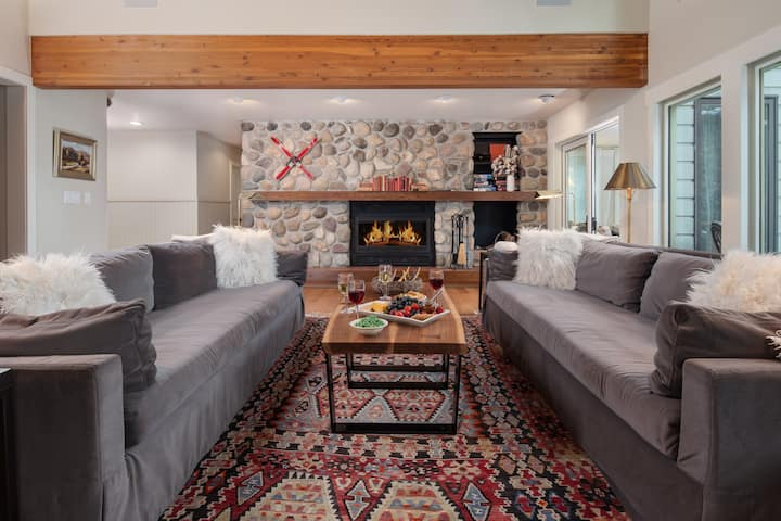 Remodeled, Ski In/Out, Sleeps 14
