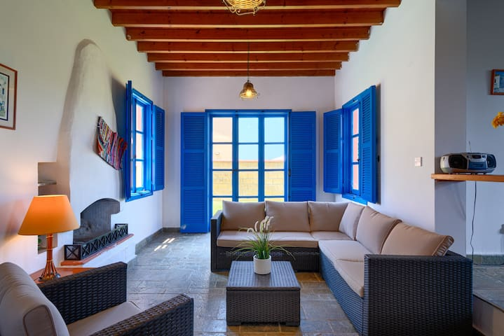 2 Bedroom villa with pool, steps from the beach