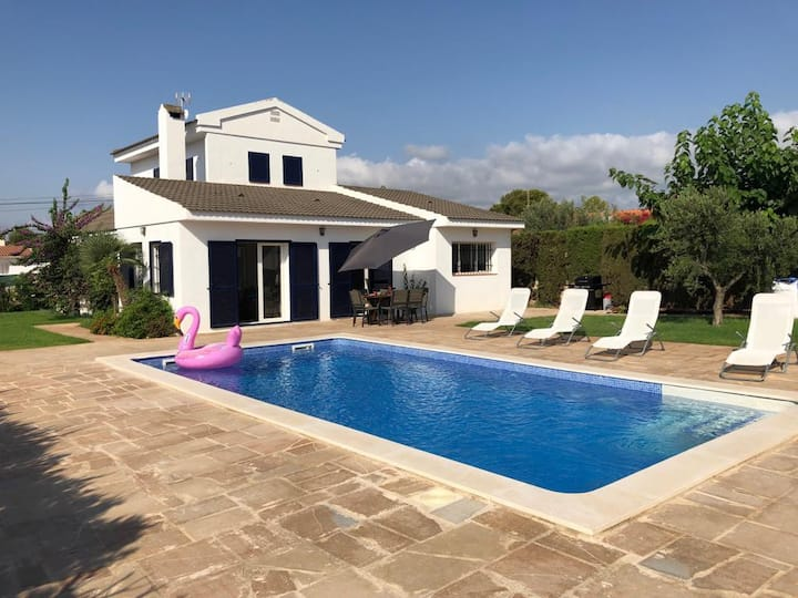 Villa, Private pool, A/C, Wifi and 600m to beach