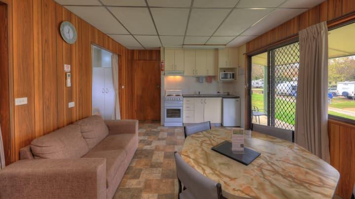 Spacious cabin with lake views - 6-berth