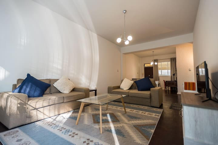 Newly Renovated Apartment in the heart of Rosebank