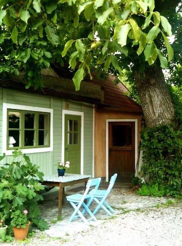 Litet krypin under valnötsträdet - Visby - Huis