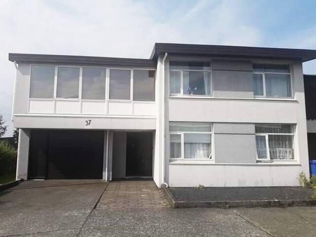Double Room in 111, Reykjavik - Room1