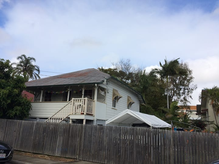 Cute Queenslander close to City, Gabba & Sth Bank