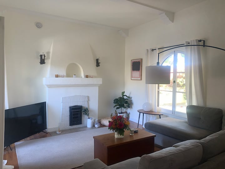 Gorgeous space in the heart of Silver Lake!