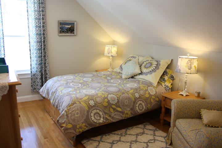 Bright & Cozy Room, Great Location! Private Floor - Waltham