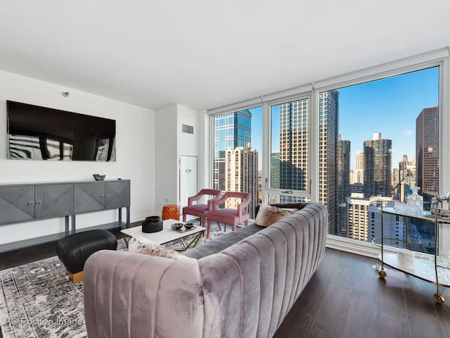Domio | Downtown | Trendy 2BR + BBQ Grills