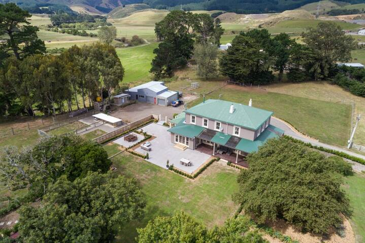 *Homestead Farm stay 5 minutes from Massey (Rm 2)*