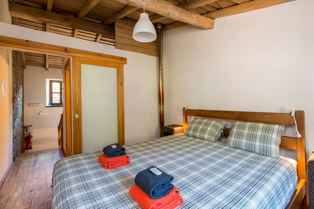 Piso Superior - Quarto / Upstairs - Bedroom