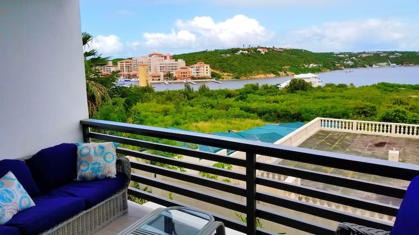 Amazing lagoon view 2 bedroom 2 bathroom apartment