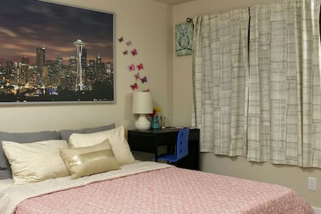 Clean & comfy queen bed, bath in great location - Эдмондс