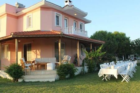 Pembe Köşk, Yazlık Villa, Çiftlik Evi - Ovacık Köyü - วิลล่า